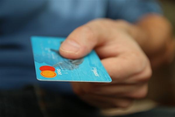 被警方突击调查 51信用卡?#35789;?#20154;兼CEO发长文致歉:出现过激行为