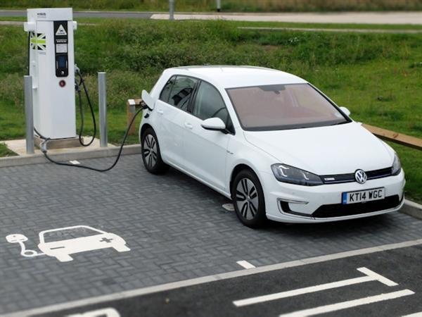 燃油車還敢占電動車專用停車位?200塊罰款了解下