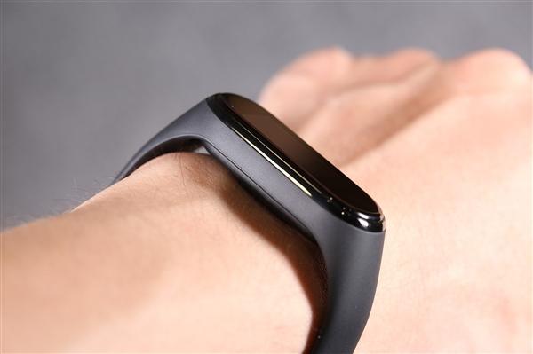 小米手環5曝光:增大為1.2寸彩屏、今年6月發布