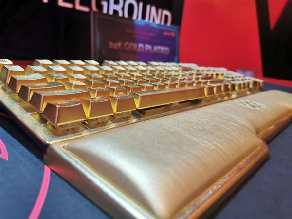 土豪專享!威剛展示Golden Summoner游戲鍵盤 24K鍍金設計