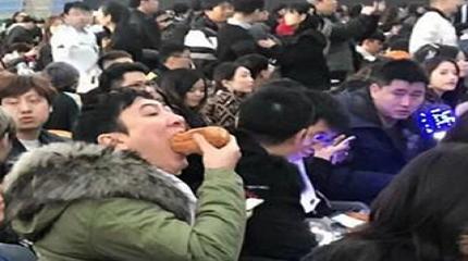 王思聪吃热狗什么梗?